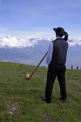 Schweizer Alphornspieler